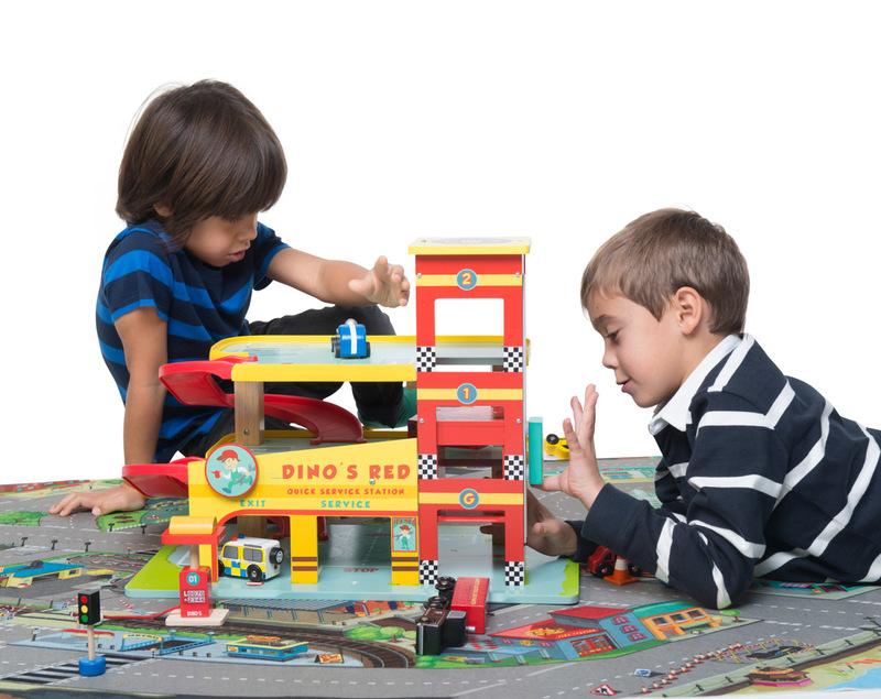 Garage Fun Cast : Le toy van dino s garage wild woodland toys